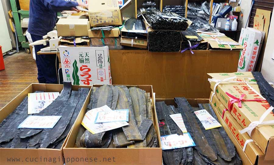 kombu in vendita in un mercato giapponese