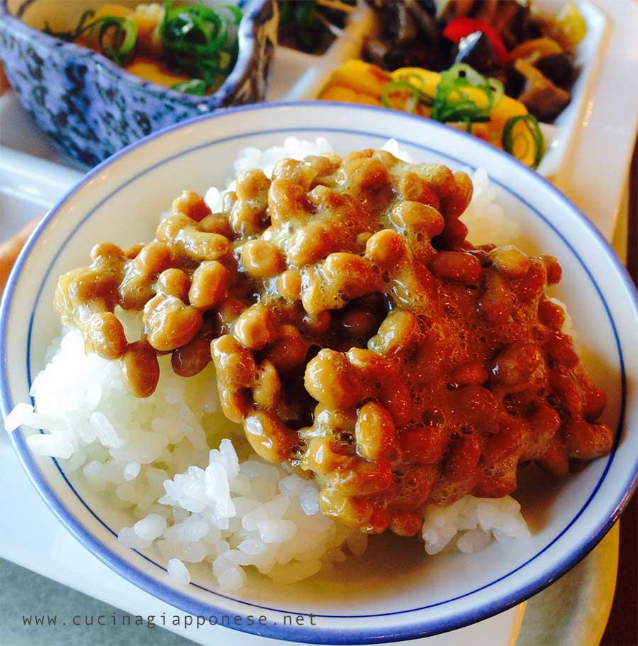 cibi disgustosi giapponesi: natto, soia fermentata